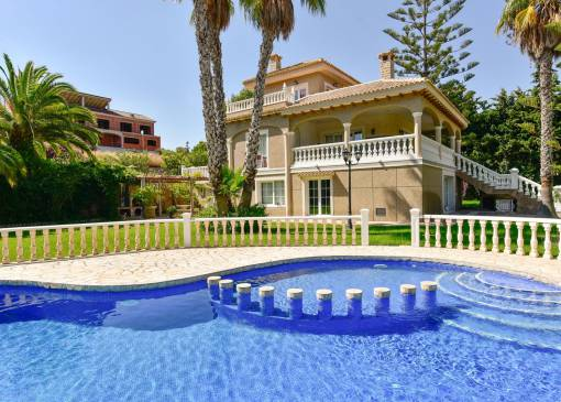 Villa / Semi detached - Resale - Orihuela Costa - Villamartín